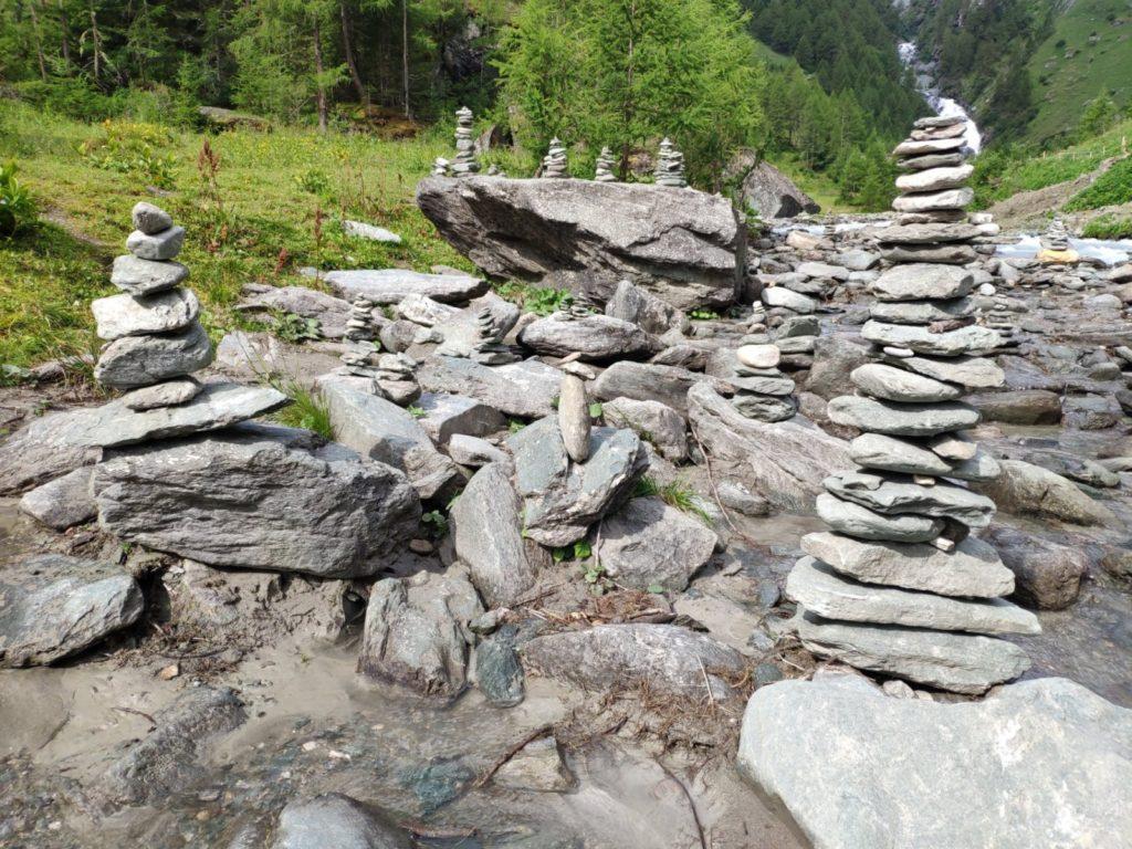 Achtsamkeit im Alltag Steine gestapelt